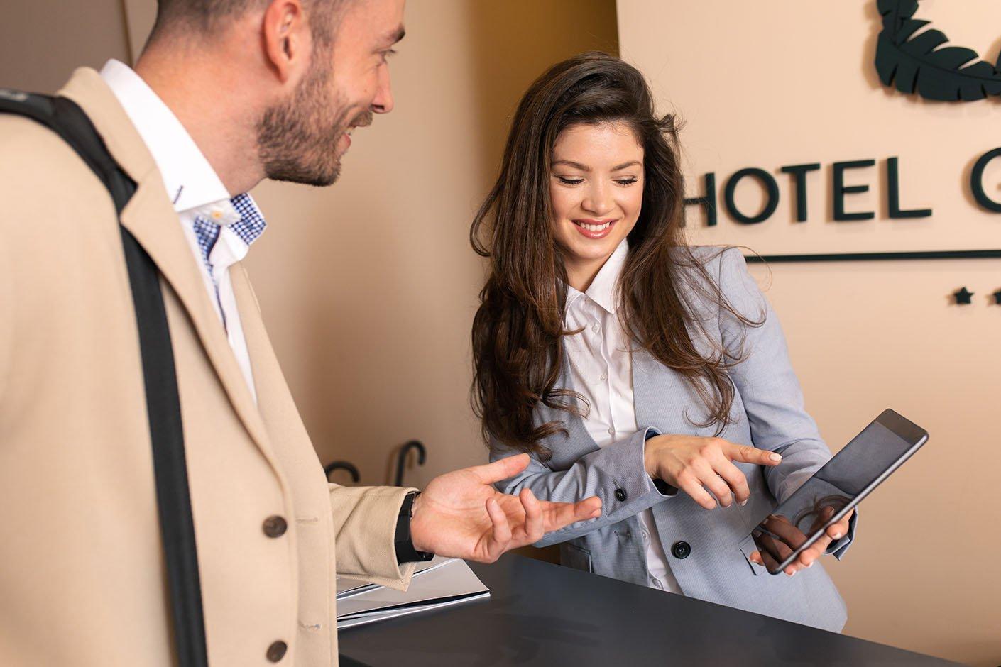 tiếng anh giao tiếp nhà hàng khách sạn